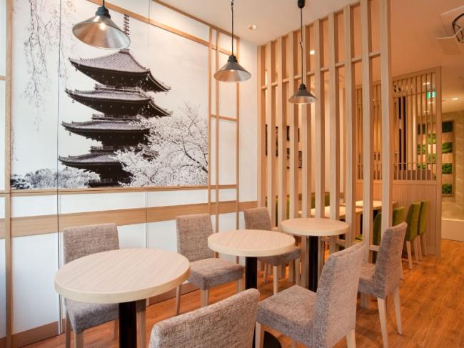京都のカフェに行った気分になる明るい店内