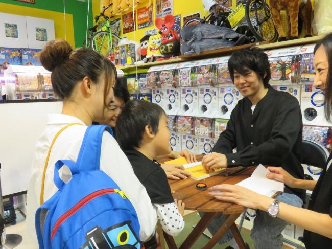「山田全自動ライブペイント&サイン会」@ヴィレッジヴァンガード+PLUS (c)ぴあ