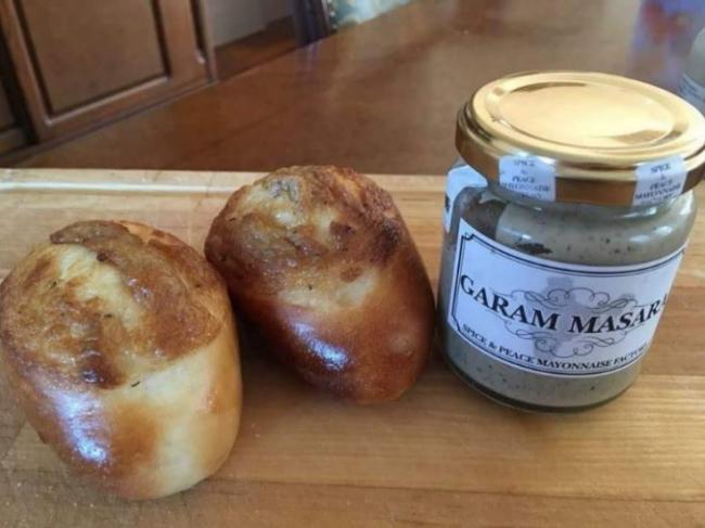 「Spice Mayonnaise and ウチキ パン」 by ウチキパン✕山下マヌー