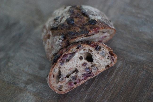 aruch(アルーチ) 赤レンガのパン (500円)
