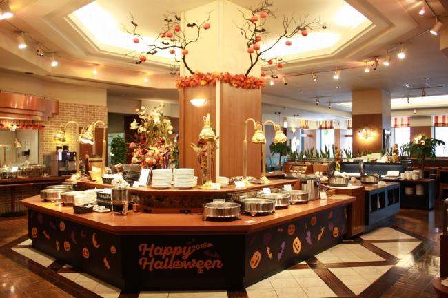 ブッフェレストラン「ミケーラ」ハロウィン装飾(右)店内