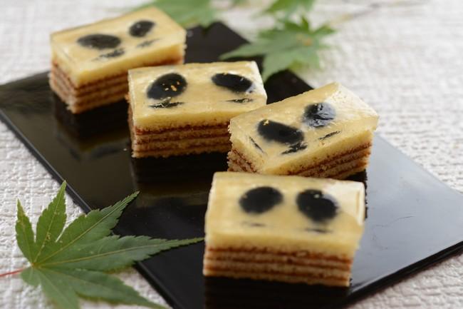 バウム生地に黒豆とわらび餅を重ねた「わらび餅のバウム・黒豆」