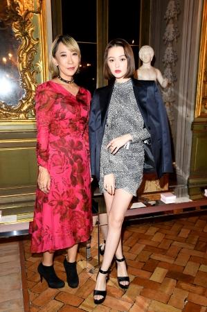 (左)蜷川実花、(右)玉城ティナ