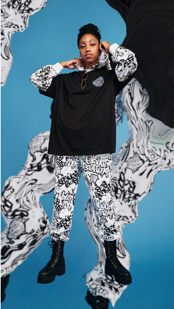 プリントオーバーサイズTシャツ¥999 オーバーサイズスウェットパーカ¥3,999 プリントジョガーパンツ¥2,999