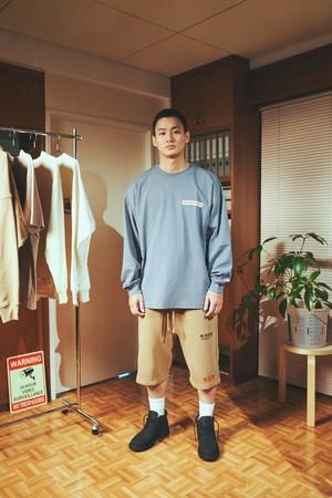 ロングスリーブTシャツ¥2,499 ショートジョガーパンツ¥2,999 ソックス¥799