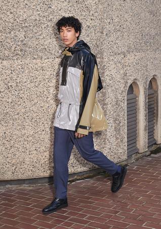 (フーデッドジャケット¥19,999 ウールパンツ¥12,999 ブローグブーツ¥29,999)