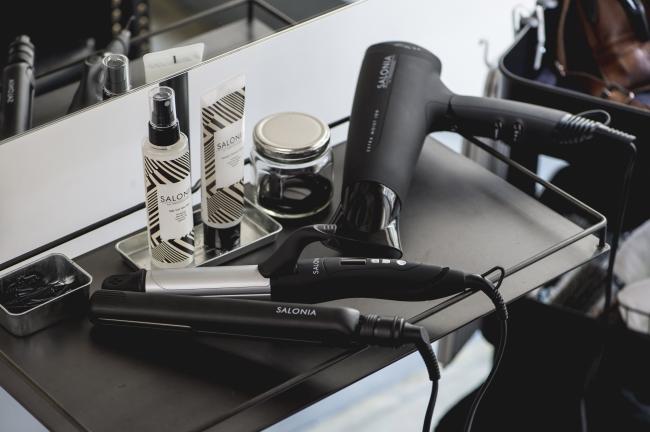 SALONIAヘアアイロンを使った、クイックヘアアレンジサービスは15時~19時限定となります。