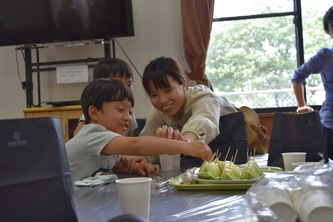 熊本産の甘いメロンと「シガール」をみんなで一緒に食べました