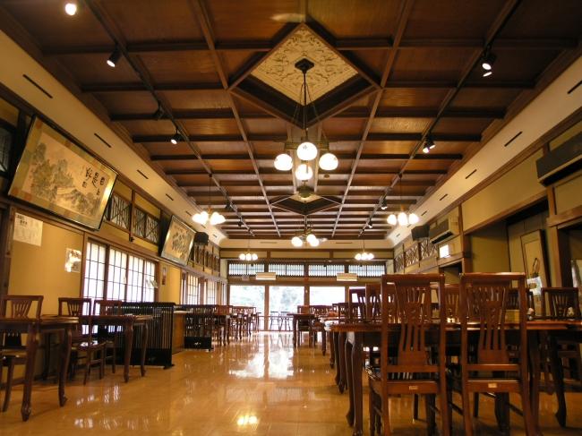大正11年に増床した大広間は当時箱根最大規模でした。