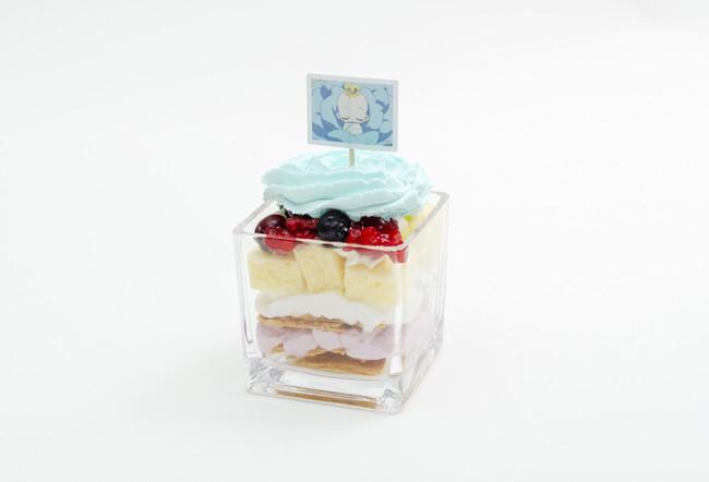 青いバラから生まれたハナちゃんのベリーパフェ