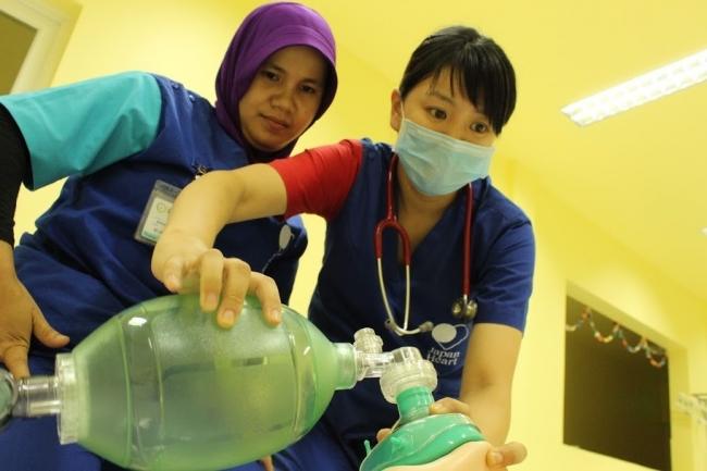様々な言語、職種のスタッフが働く医療現場