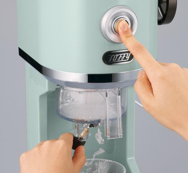 電源ボタンを押しながら レバーで氷の粗さを調節!