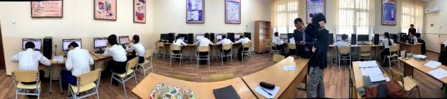 ウズベキスタン公立学校7年生(中学1年生相当)のCBT学力テスト風景