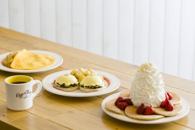 ~シーフードメニューも加わりさらに充実のラインナップ~ Eggs 'n Things日本上陸9周年を記念して4月1日(月)より新メニューが仲間入り