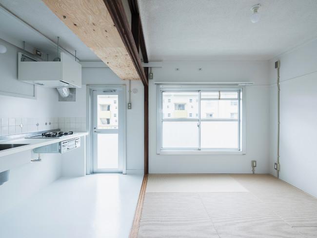 持ち出しキッチンのある広いLDK。