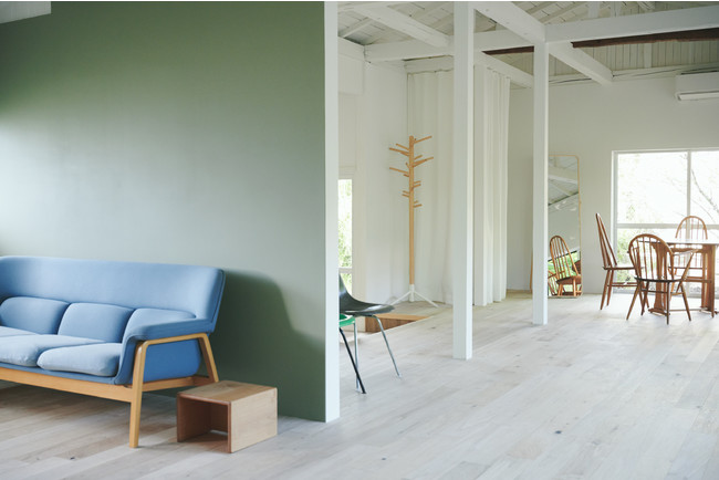 世界各国の家具を配したスタジオ