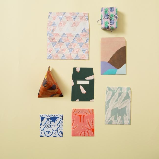 本書収録の型紙で作れるぽち袋や封筒。一言メッセージを贈ったり、小さなギフトのラッピングに使うのもおすすめ。