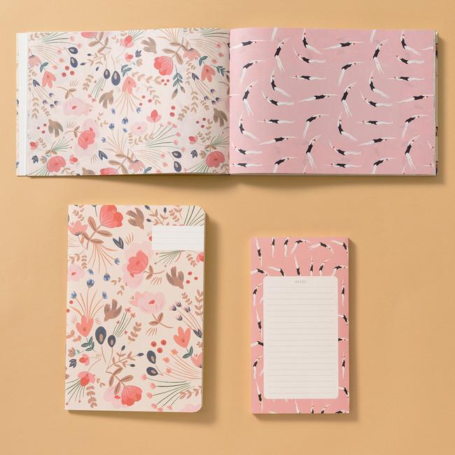 上:書籍『PARIS 100枚レターブック Season Paper Collection』、左下:A5ノート「フォークロア・フラワー」、右下:ノートパッド「ダイビング」