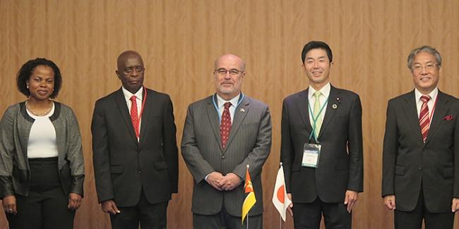 左からムニュケッテENH副総裁、ザカリアスINP総裁、モライス駐日大使、牧原経済産業副大臣、細野JOGMEC理事長