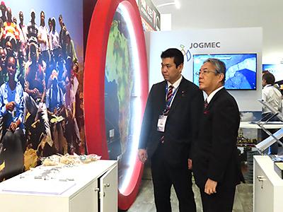 松本経済産業副大臣ブース訪問