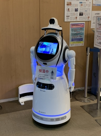 麻生総合病院で検温・マスクの正しい着用確認を行うロボット「Cruzr」対疫病モデル