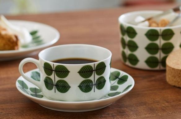 緑色の葉っぱの柄、〈ベルサ〉シリーズのカップ