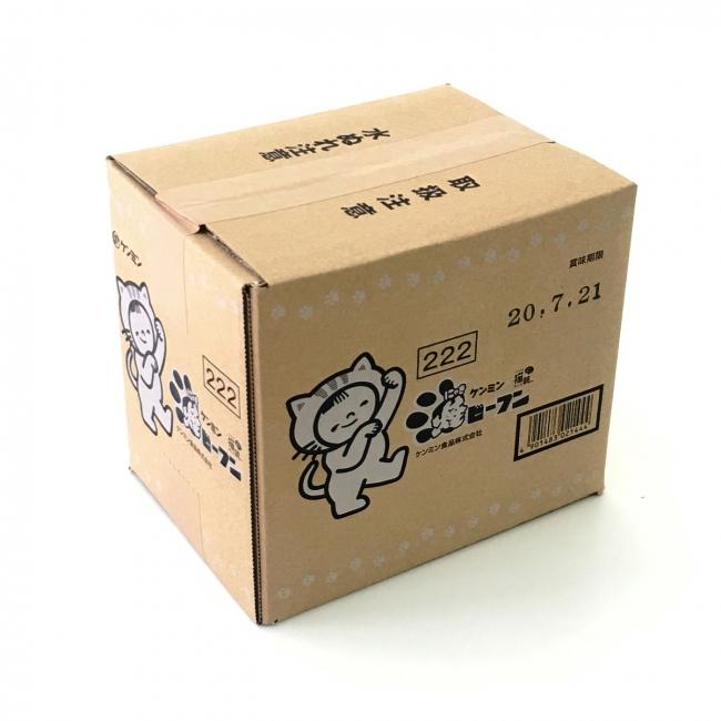 にゃんこ着ぐるみ「ケンミン坊や」イラスト入りの箱でお届けします。