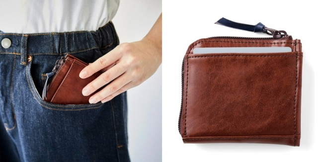 ポケットにすんなり入れられるサイズです。裏面のポケットには、よく使うカードを入れて。