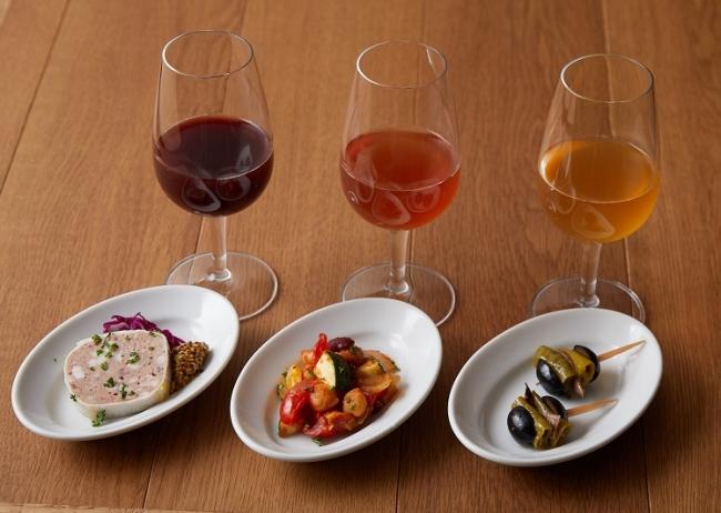 「3種のタップワインと3種のミニプレートのマリアージュセット」※樽出しワイン(40ml×3杯)と3種の小さな前菜のセットです。