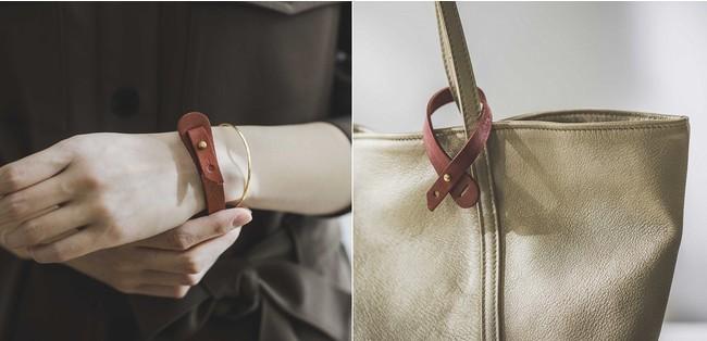 鞄の持ち手につけても。バッグの持ち手のチャームとしてアクセントにも。画像右のバッグ:「福岡の鞄作家と作った 職人本革のトゥーシーンバッグ〈シャンパンゴールド〉[本革 鞄:日本製]」1個 ¥23,800(+10% ¥26,180)