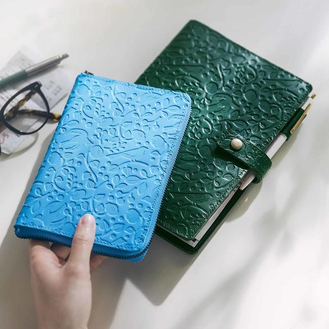 A5サイズ森色は厚さ2cmまで対応 便利なペンホルダー、カードポケット付き