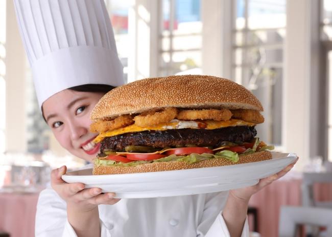 総重量約6キロのビッグバーガー誕生!