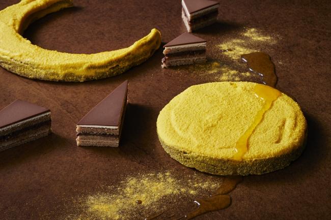 今季のテーマ「月-Lune-」の中でもひときわ輝く「ミルクチョコレートテリーヌパッションフルーツクリーム」と、マロンオペラ