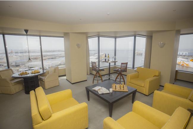 ラウンジ:南港の景色と共にプライベート空間を満喫