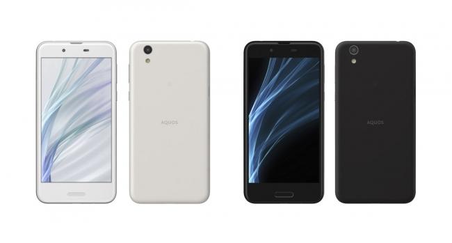 スマートフォン2017年冬モデル「AQUOS sense」(左から、  シルキーホワイト、  ベルベットブラック)