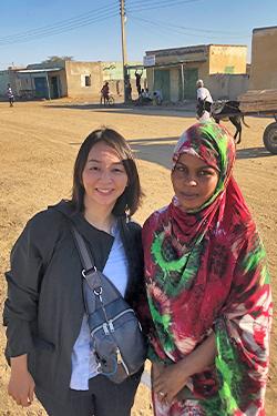 取材した女の子と(スーダン・ホワイトナイル活動地域) 写真提供:柳澤氏