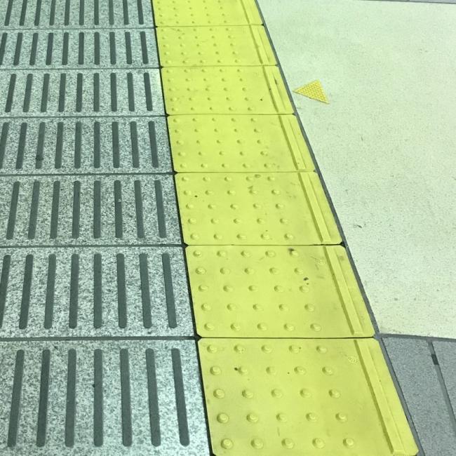 内方線付点状ブロック