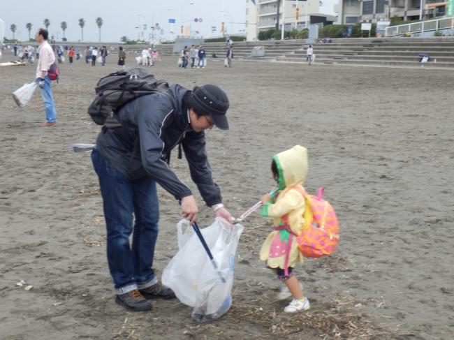 美化清掃活動の様子(昨年度)