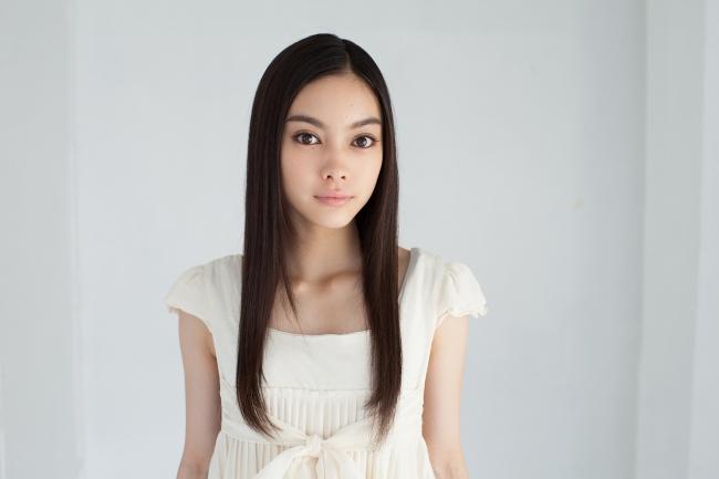 点灯式のゲストとして参加するモデル MIOさん