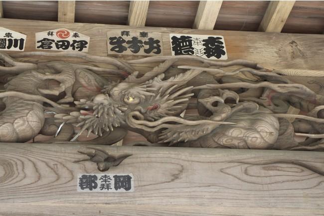 青山神社の「宮彫りの龍」