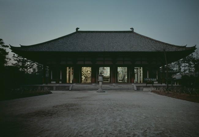 渡辺義雄 唐招提寺金堂夜景 1968年頃 ©日本写真保存センター