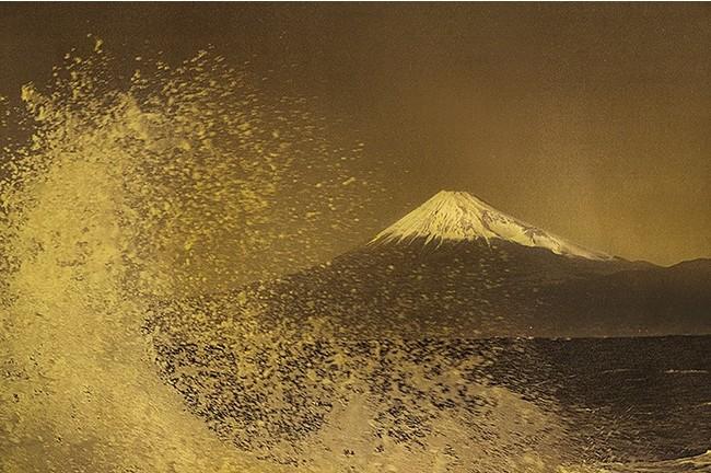 Hommage to Hokusai (C)Mineko Orisaku
