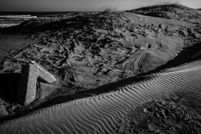 複雑なパターンとなる冬の砂浜