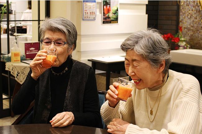 コロナが落ち着いていた昨年中ごろの試飲会。飲みやすくおいしいとお客様に好評