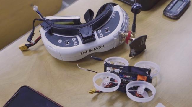 「フルHDカメラ搭載の業務用マイクロドローン」の画像検索結果