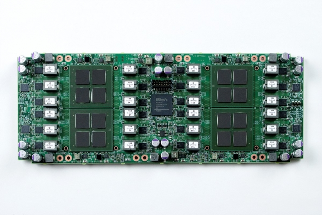 12nmFFCプロセス技術を用いたマイニングチップによるマイニングボード