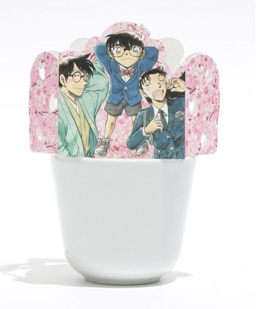 赤井ファミリー版の裏側には、おなじみのキャラクターも(C)青山剛昌/小学館