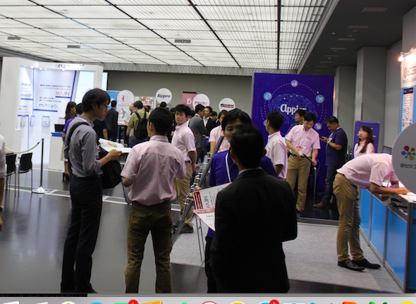 展示会場には、  各社のブースで新たなサービス・ソリューションが紹介されていた。