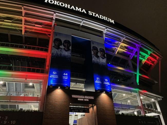 横浜スタジアム ※令和2年度試験点灯時 (照明協力︓株式会社横浜スタジアム)