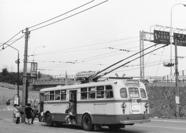 「1959年トロリーバス開業、撮影は1971年横浜新道バス停」